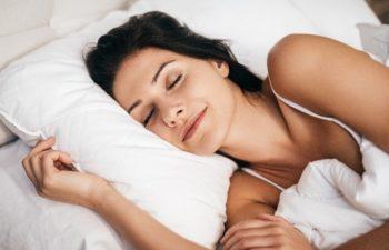 Poduszka ergonomiczna – niezbędne uzupełnienie materaca